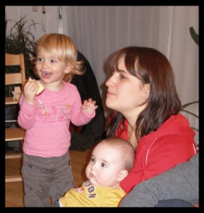 Chiara, her mom Nicole, and her young cousin Daria